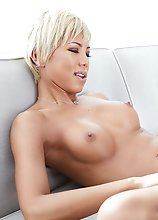 Japan ladyboy Miran is sensualy showing off her incredible body