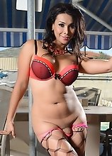 Rock hard Vaniity strips & poses